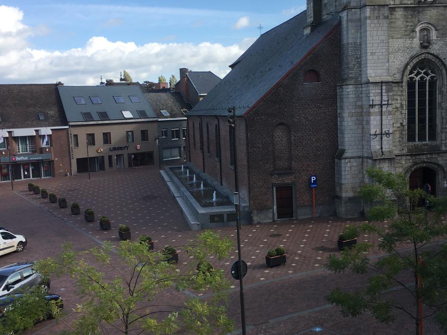Bloembakken op het Marktplein in Nederbrakel