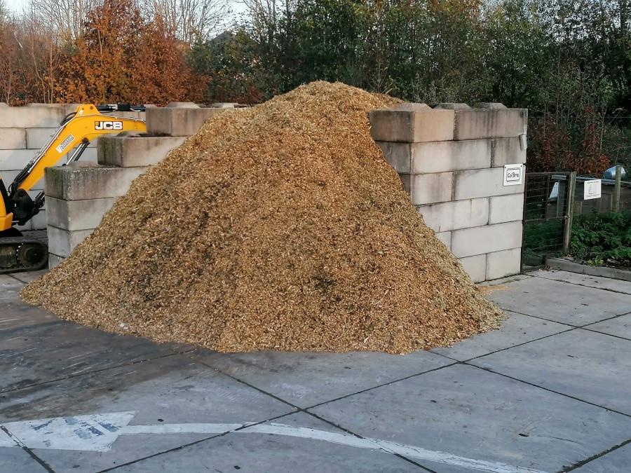 Gratis verhakseld hout op containerpark te verkrijgen
